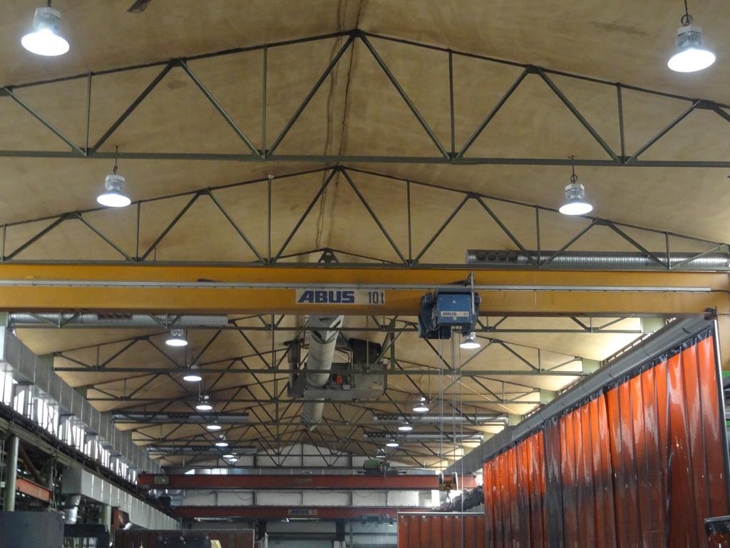 Industriehalle Maschinenbau mit LEDAXO LED-Hallentiefstrahlern HT-04-160