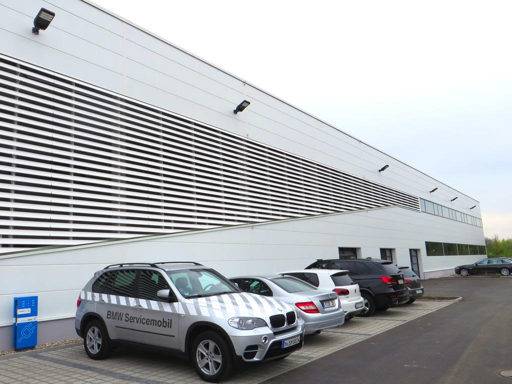 Außenbeleuchtung Fassadenmontage mit LEDAXO LED-Universalleuchte UL-04