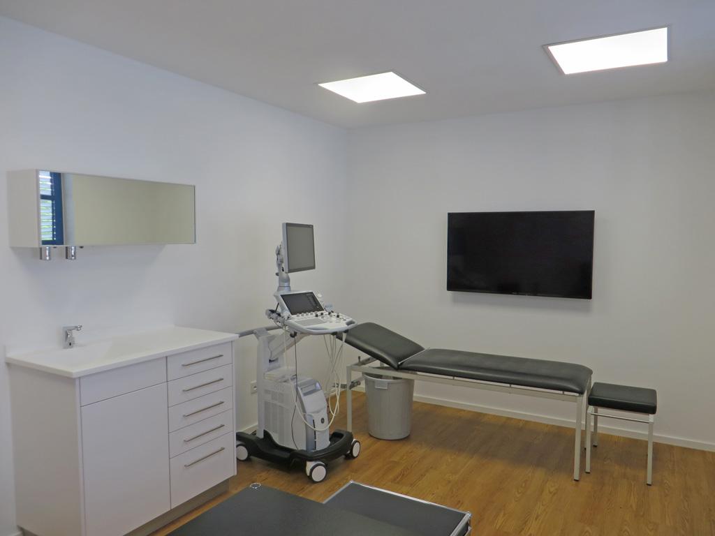 Behandlungszimmer mit LEDAXO LED-Panels PAE-06-30 UGR